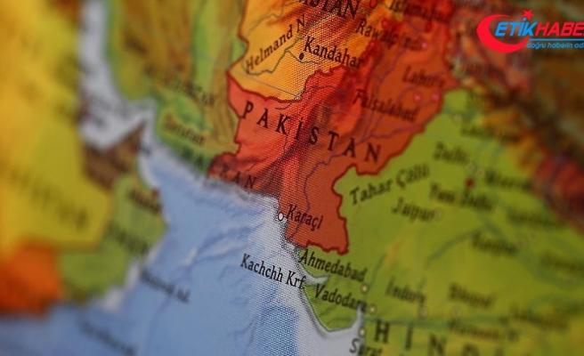 Pakistan'da polis karakoluna bombalı saldırı: 2 ölü, 19 yaralı