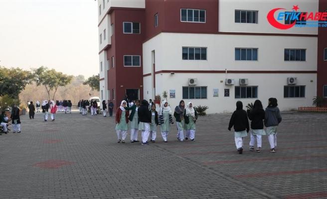 Pakistan'daki TMV okullarında öğrenciye indirim, personele zam