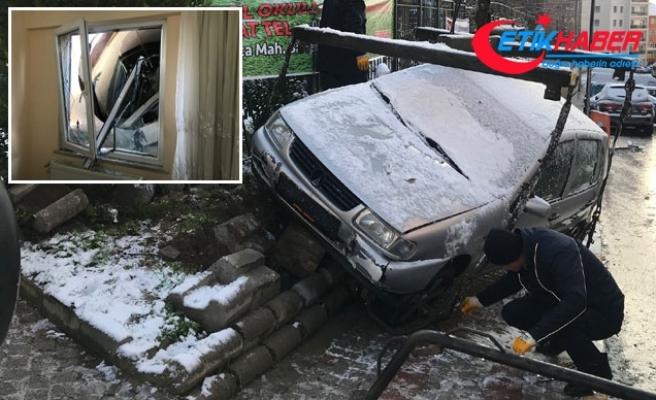 Pendik'te cadde buz pistine döndü; çok sayıda araç kaza yaptı