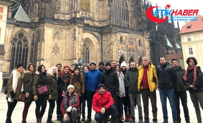 Prag gezisine katılan öğretmenlerden Vali Sonel'e teşekkür
