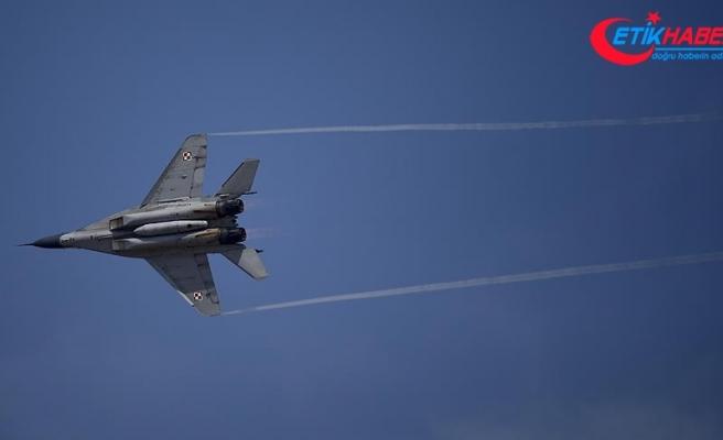 Rusya'da bombardıman uçağı iniş sırasında kaza yaptı: 2 ölü