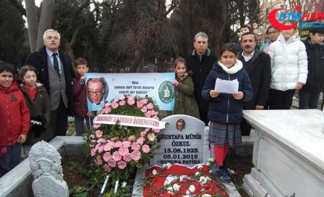 Sanatçı Münir Özkul'u mezun olduğu okulun öğrencileri andı
