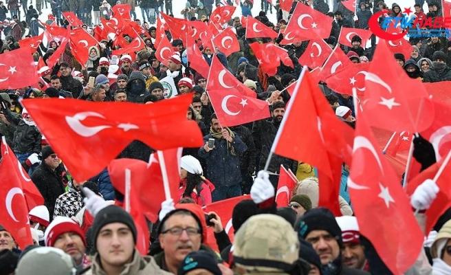 Sarıkamış'ta on binlerce kişi şehitler için yürüdü