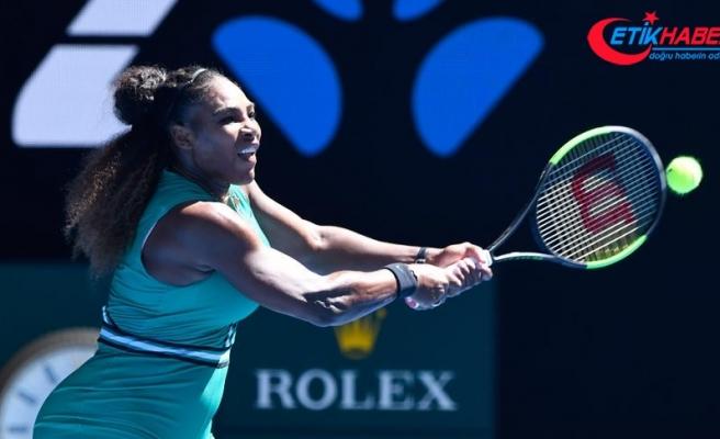 Serena Williams dünya 1 numarası Halep'i eledi