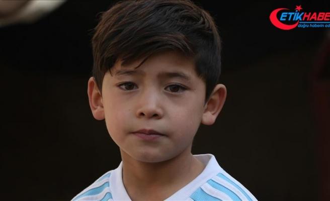 Taliban tehdidi Afgan küçük Messi'yi evinden etti