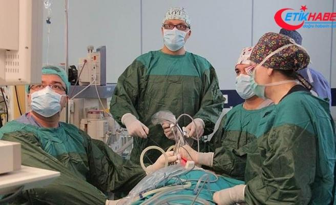 Türk cerrahlar Azerbaycan'da izsiz tiroit ameliyatı gerçekleştirdi
