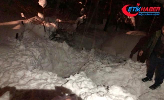 Yaşlı kadın çatıdan düşen kar kütlesinin altında can verdi