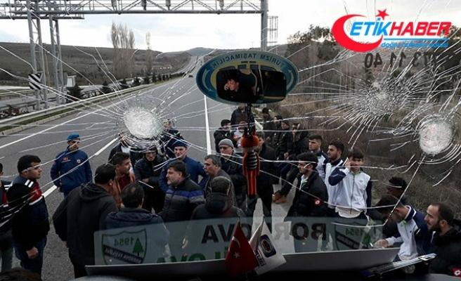 Yeşilovaspor'un seyir halinde olan otobüsüne saldırı