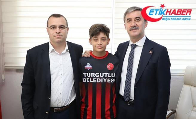 13 yaşında Turgutluspor'dan Fenerbahçe'ye gitti