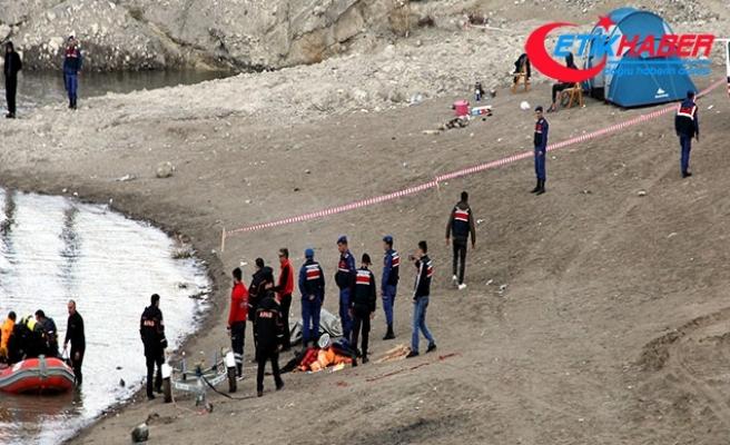 Ahmet, kıyısında kamp kurduğu baraj gölünde boğuldu