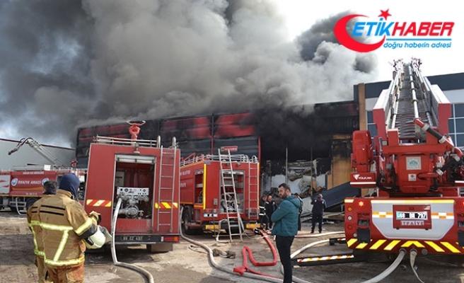 Aksaray'da et entegre tesisinde yangın; 6 işçi dumandan etkilendi
