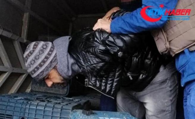 Aranan hükümlü, kamyonetin kasasında yakalandı