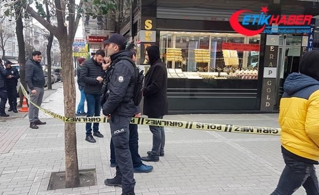 Avcılar'da kuyumcu soygunu girişimi: soyguncuların bıraktığı paket polisi alarma geçirdi