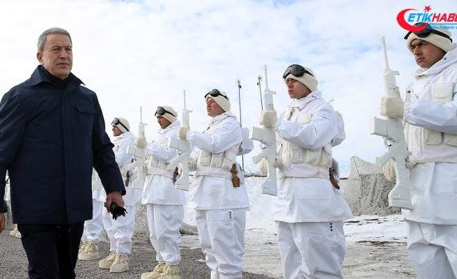 Bakan Akar'dan Münbiç ve Fırat'ın doğusu için kararlılık vurgusu