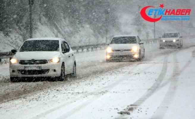 Bolu Dağı'nda kar yağışı ulaşımı etkiledi