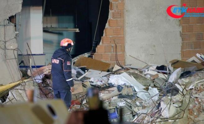 Çöken binanın enkazında arama ve kurtarma çalışmaları devam ediyor