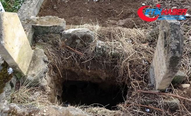 Defineciler tarihi mezarı kazdı, jandarma harekete geçti