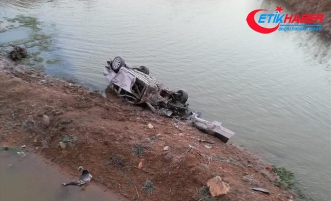 Denizli'de otomobil nehre devrildi: 2 ölü, 2 yaralı