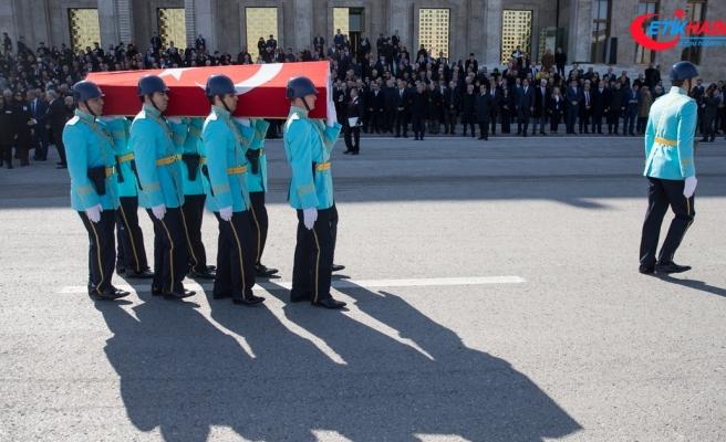Eski Bakan Fikret Ünlü için TBMM'de cenaze töreni düzenlendi