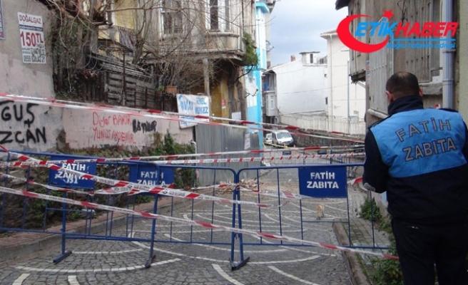 Fatih'te 2 katlı binada çökme riski