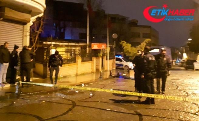Fatih'te silahlı saldırıya uğrayan 2 kişi yaralandı