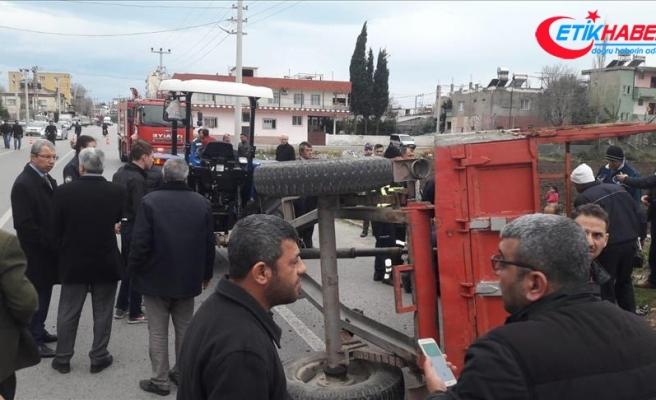 Hatay'da tarım işçilerini taşıyan traktör devrildi: 14 yaralı