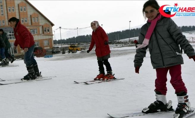 Hayatlarında ilk kez kayakla tanıştılar