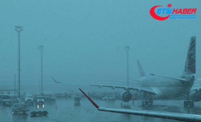İstanbul'da hava trafiğine kar engeli