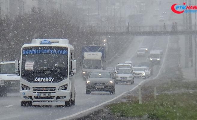 İstanbul'un yüksek kesimlerine kar yağıyor