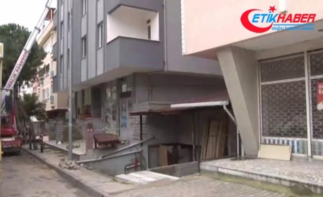 Kartal'daki Nuri Bey apartmanı yıkılmak üzere tahliye ediliyor