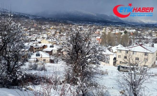 Kaş'ın yüksek kesimlerinde kar etkili oldu, mahalle yolları kapandı
