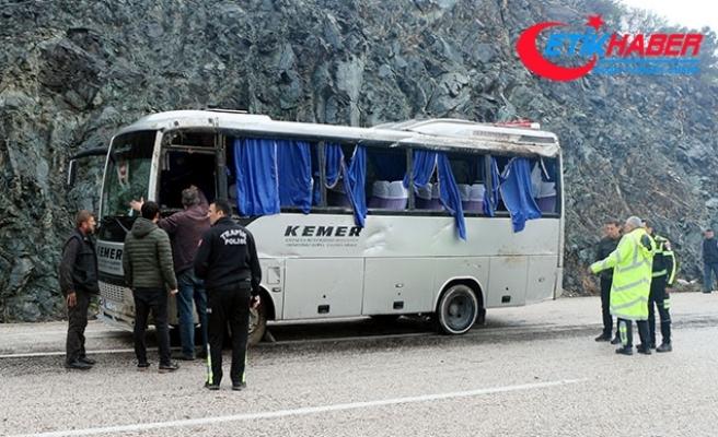 Kemer'de midibüsle minibüs çarpıştı: 8 yaralı