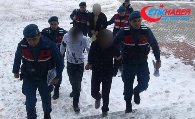 Kışlada tel örgü ve demir hırsızlığına 2 tutuklama