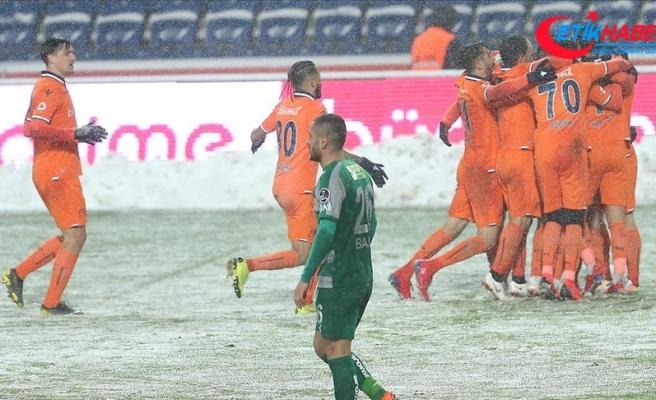 Lider Medipol Başakşehir 3 puanı 3 golle aldı