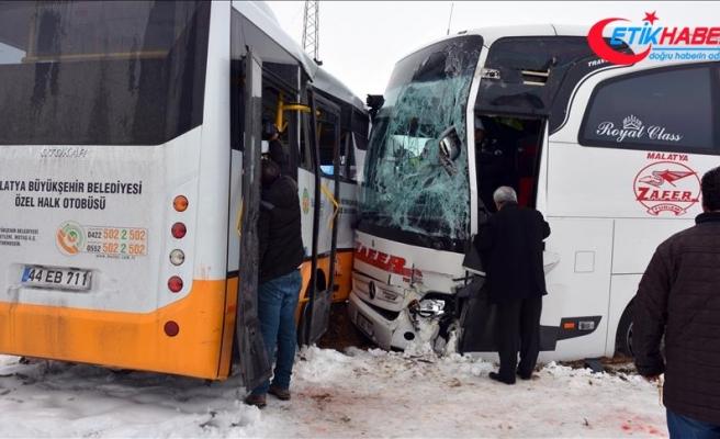 Malatya'da iki otobüs çarpıştı: 18 yaralı