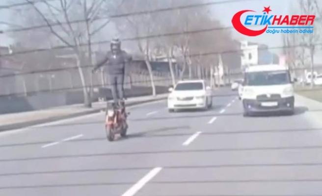 Motosiklet sürücüsünden şaşkına çeviren hareket