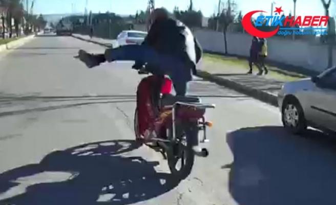 Öğretmene tekme atan motosikletli, bu kez düğün konvoyuna saldırdı