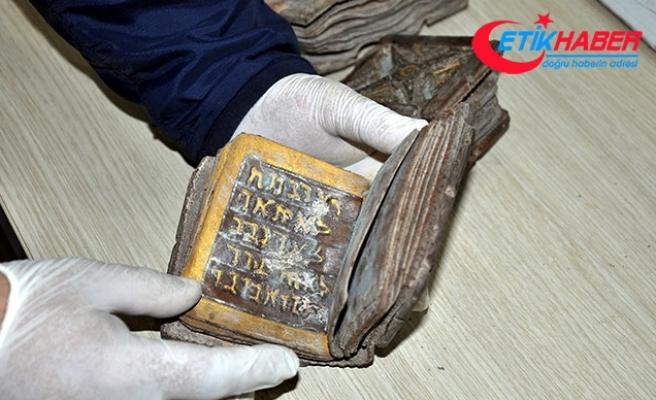 Osmaniye'de İbranice el yazmalı kitap ele geçirildi, 6 Suriyeli gözaltında