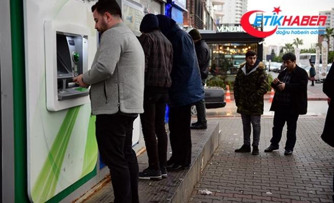 Para koymaya geldi, ATM'deki düzeneği fark etti