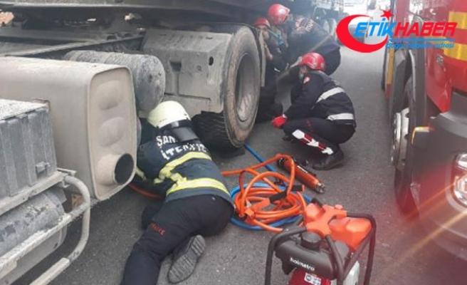 Şanlıurfa'da çarptığı TIR'ın altında kalan motosiklet sürücüsü ağır yaralandı