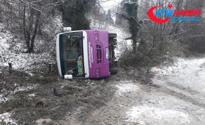 Sapanca'da halk otobüsü devrildi: 2 yaralı