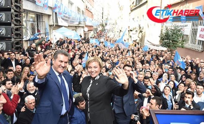 Sarıgül: Bülent Ecevit'in siyasi nezaketi ve siyasi zarafetinden geliyoruz