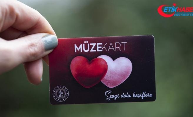 'Sevgilim benimle müzeye gelir misin'