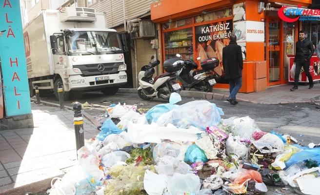Şişli'de işçilerin grevi nedeniyle çöpler toplanmadı