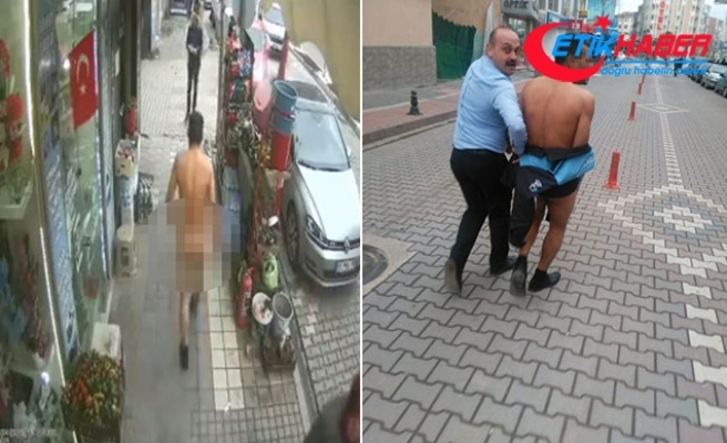Sokakta çıplak yürüdü, zabıta kıyafetiyle kapatmaya çalıştı