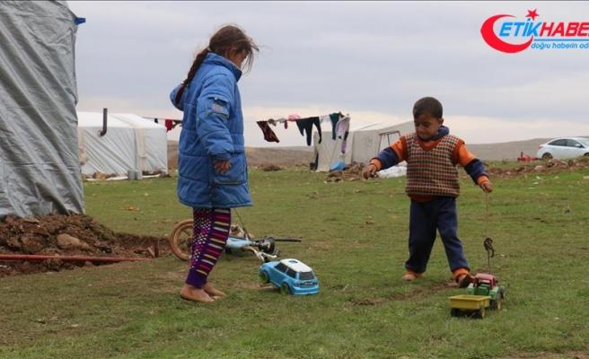 Suriye'de Heccin'den kaçan 35 çocuk hipotermiden öldü