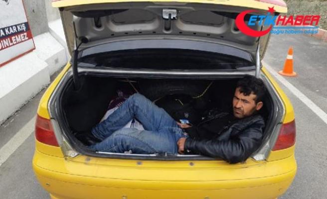 Taksinin bagajından Afgan kaçak çıktı