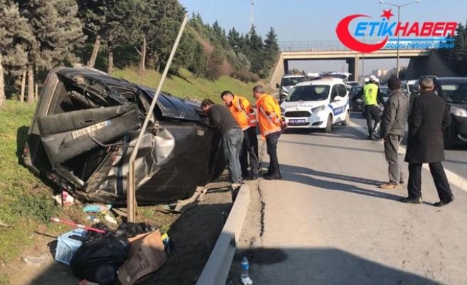 TEM otoyolunda kaza; hafif ticari araç takla attı