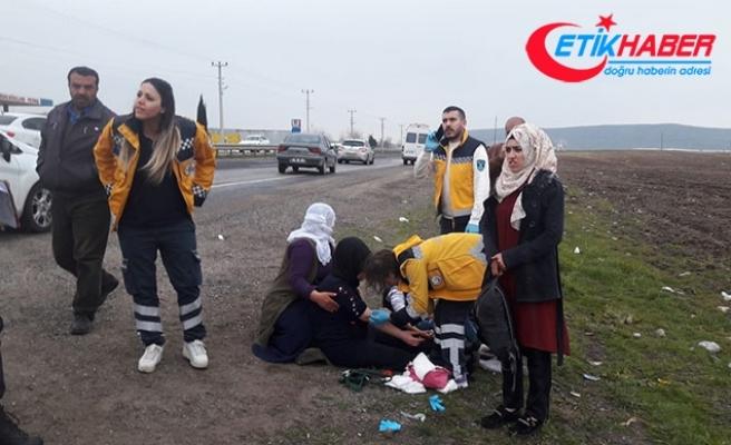 Yolcu minibüsü biçerdövere çarptı: 21 yaralı