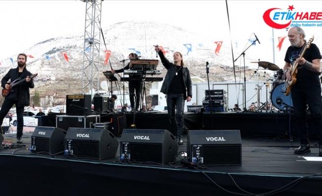 47 yıldır 'Barış'ın şarkılarıyla diyar diyar geziyorlar